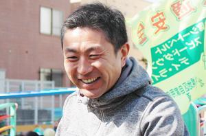 黄色バス運転手_鈴木貴博先生