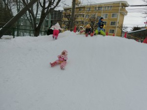 今日も元気に雪遊び★