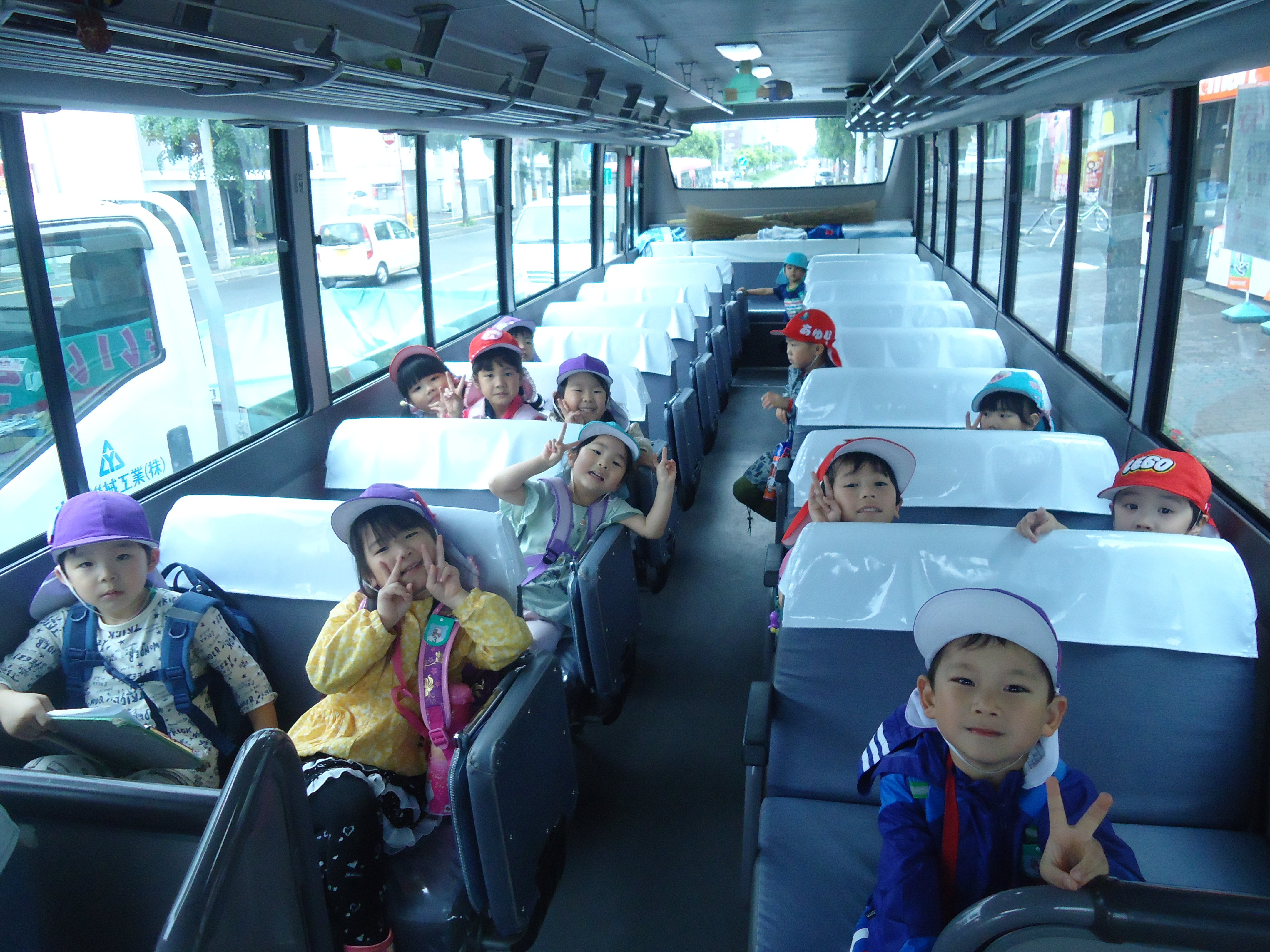 ☆バスでの子どもたち☆