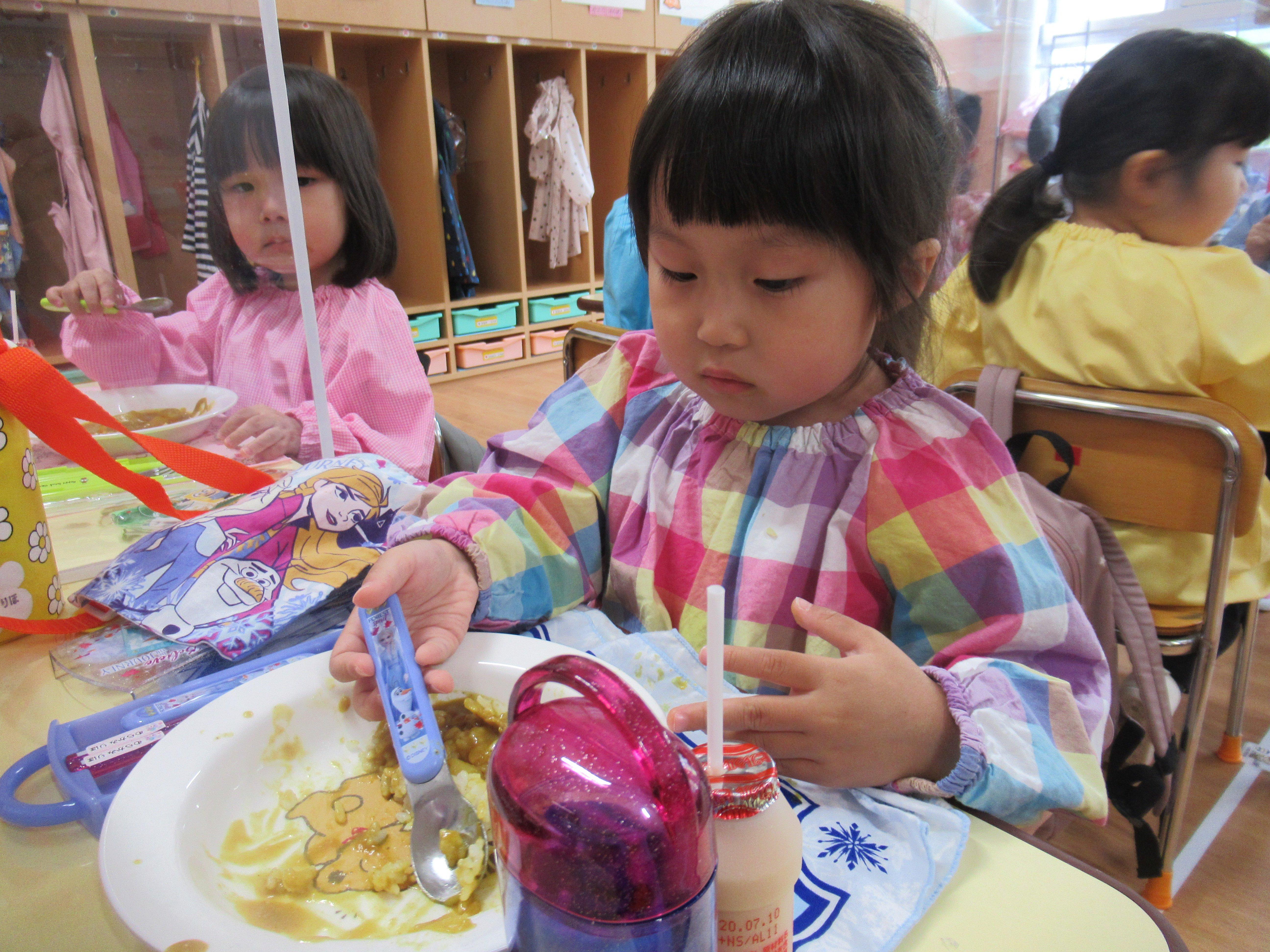 初めて幼稚園のカレーを食べたよ☆